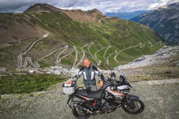 2020-07-lbt1-kurven-und-knoedel-bikerwirt-andi-vom-bikerhotel-fernblick0B2D3641-A893-C6F8-FE0B-08E88C03B1E4.jpg