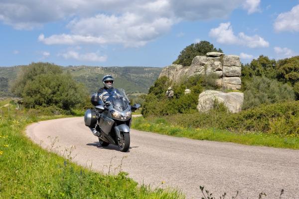 Motorrad fahren - Sardinien - Luras © Heinz E. Studt