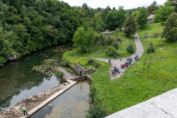 Motorrad fahren - Kroatien - Steinbrücke Tounj© Peter Wahl
