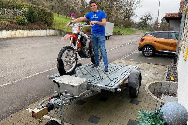 Anhänger für den Motorradtransport ©Robin Boldt- KURVIGER.de